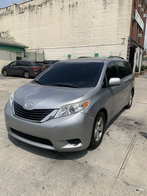 Toyota sienna for Sale in Queens, NY