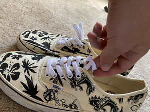 Limited edition vans 50th anniversary (Size 11) for Sale in Carteret, NJ