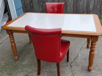 Kitchen Table & 2 Chairs Delivery Is Available for Sale in Everett,  WA