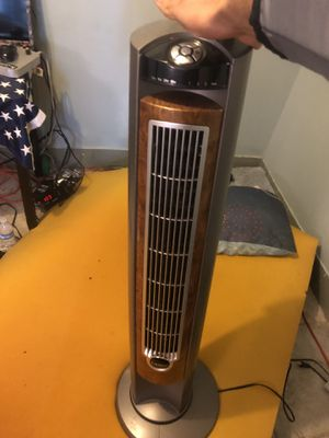 Lasko Tower Fan / Air Conditioner Almost New for Sale in Los Angeles, CA