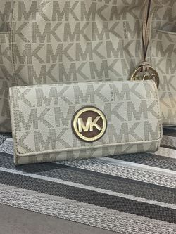 Michael Kors Vanilla Tote and Wallet for Sale in Newton,  MA