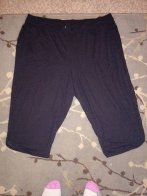 Ladies Stretch Capris for Sale in Bloomington, IL