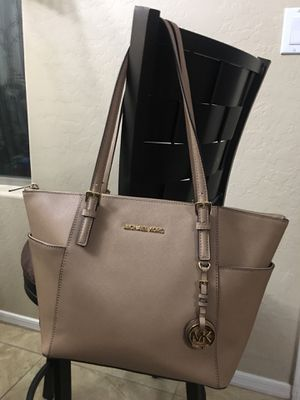 Like new Michael kors purse for Sale in Peoria, AZ