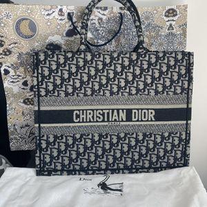 Dior Tote Bag Amazing for Sale in Miami, FL