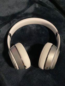 Beats solo 3s silver for Sale in Weston,  MA