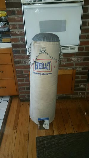 70lbs Everlast Punching Bag, 45 Height for Sale in West Covina, CA