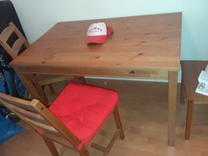4 person Dining table +chairs for Sale in Los Angeles, CA