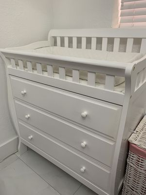 Changing Table - {GOOD CONDITION} for Sale in Miramar, FL