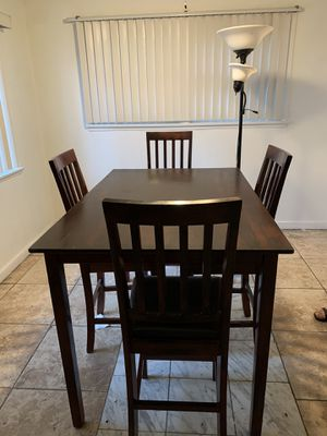 4 chairs Table and lamp for sale in good condition for Sale in Ontario, CA