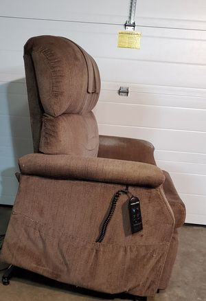 Golden Bariatric Lift Chair 700lbs Weight capacity for Sale in SeaTac, WA