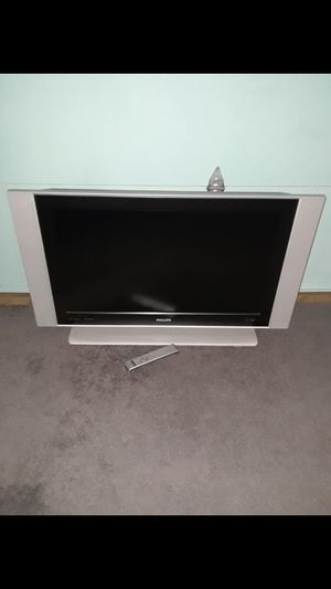 Tv 37 inch Phillips with remote control for Sale in Santa Ana, CA