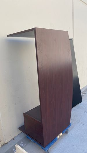 Free 6ft desk with matching 2 drawer lateral file cabinet mahogany for Sale in Wildomar, CA