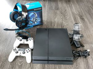 Sony PS4, 2 Wireless Controllers, 5 games, Charging Station, and Headset for Sale in Downers Grove, IL