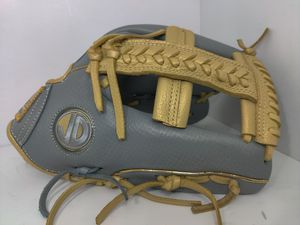 Softball baseball gloves for Sale in Los Angeles, CA