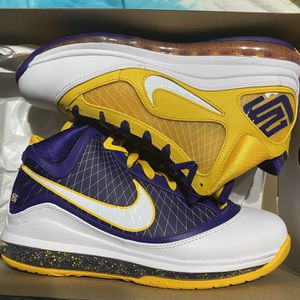 Lebron 8 media Day Size 8.5 Ds for Sale in Chicago, IL