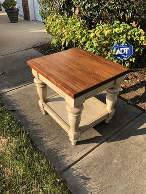 One end table for Sale in Cary, NC