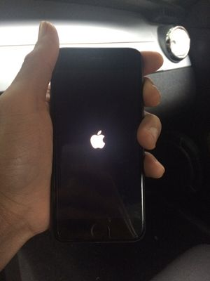 iPhone 8 32GB -READ- for Sale in Shaker Heights, OH