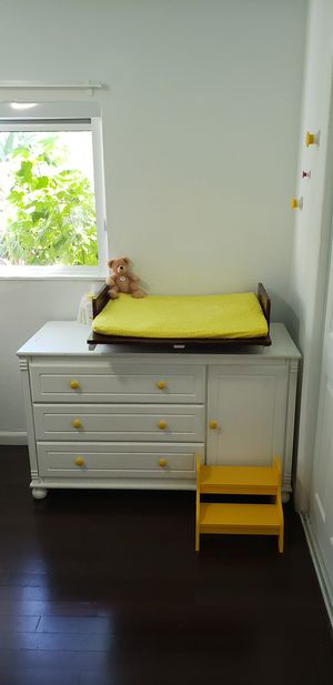 Bellini Dresser and Changing Table for Sale in Coral Gables, FL