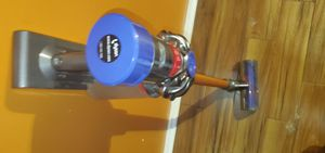 Dyson v8 absolute cordless vaccum for Sale in Brandon, FL