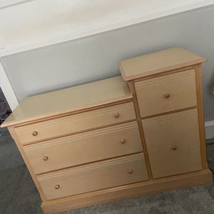 Changing Table Dresser for Sale in Nether Providence Township, PA