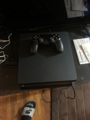 PS4 SLIM 1TV WITH CONTROLLER AND ALL CALBLES INCLUDED for Sale in Pembroke Pines, FL