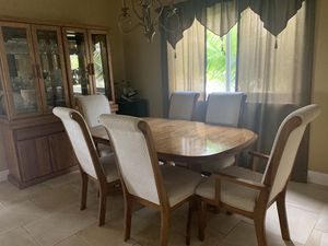 Dining room set with 6 chairs and hutch for Sale in Southwest Ranches, FL