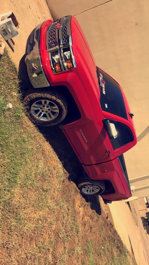 Trade 18s on 275/65/18s mud tires for Sale in Dallas, TX