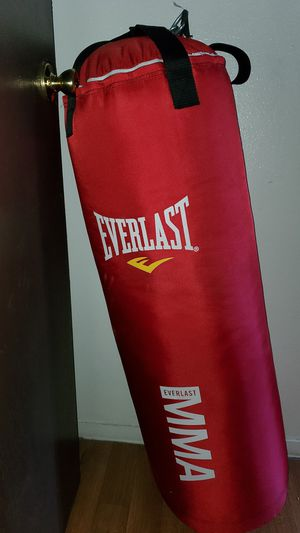 Everlast Boxing Bag with Stand for Sale in Las Vegas, NV