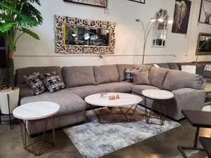 Sectional Sofa, Platinum for Sale in Santa Fe Springs, CA