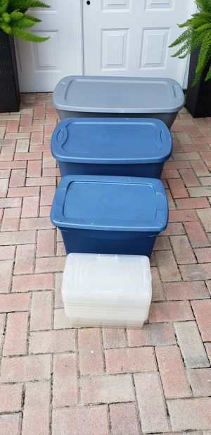 Lot of Storage Containers for Sale in Pembroke Pines, FL