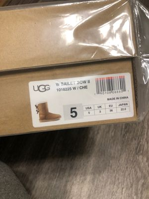ugg bailey bow 2 size 5 for Sale in Irving, TX
