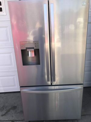 Kenmore refrigerator works perfectly fine for Sale in Fresno, CA
