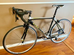 Road bike like new condition for Sale in Virginia Beach, VA