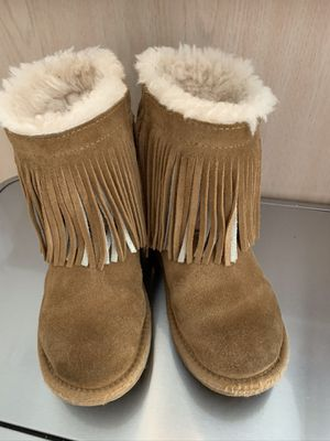 Very clean girl's UGG boots Classic Short II Fringe chestnut Sheepskin Youth size 1 original price $154 for Sale in Frisco, TX