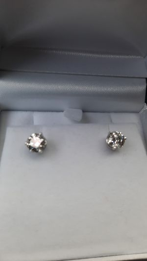 STUNNING 14KT GOLD 2 CARAT DIAMOND EARRINGS for Sale in Federal Way, WA