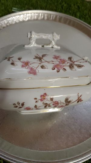Porcelain dish with lid $7 for Sale in Monterey, CA