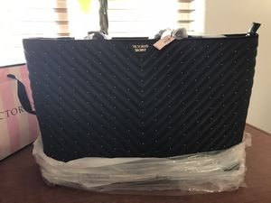 Black large tote VS with zip for Sale in North Las Vegas, NV
