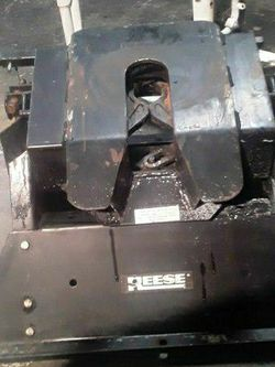 Reese 16,000Lb. 5th Wheel Trailer Hitch for Sale in Marysville,  WA