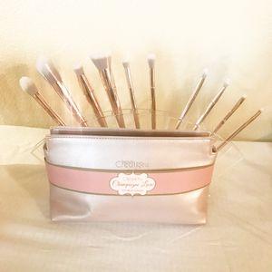 Makeup brushes set gold rose for Sale in Turlock, CA