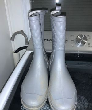 Rain boots size m for Sale in Kernersville, NC