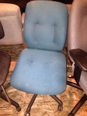 Green wheel office chair for Sale in Caledonia, MI