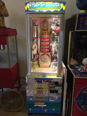Light house arcade prize machine for Sale in Miami, FL