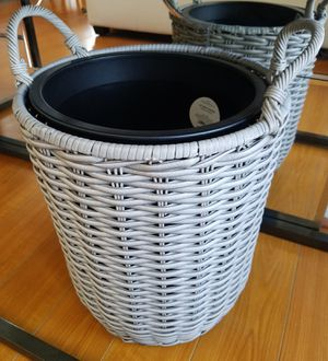 BRAND NEW NEVER USED Gray Wicker Display Planter + Container INCLUDED for Sale in Monterey Park, CA