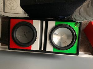 12in exile with Italian flag box for Sale in Chicago, IL