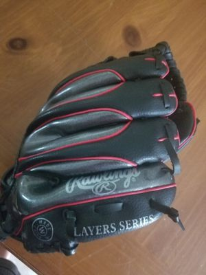 Kids Left handed baseball glove size small probable fit a kid about 4-8 for Sale in Florissant, MO