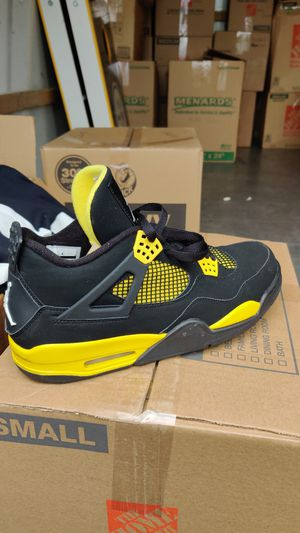 Jordans size 11 and 1/2 for Sale in Tualatin, OR