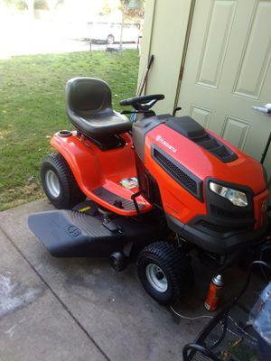 Husqvarna lawn mower tractor for Sale in Renton, WA
