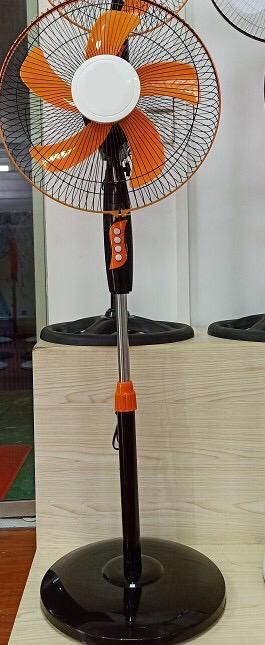 "Pedestal Fan 16"" Black - orange , features oscillating movement and adjustable height for Sale in Newark, NJ"