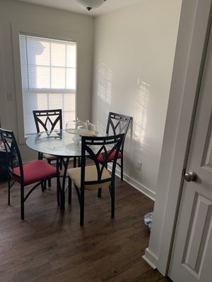 Dining Room Table w/matching bakers rack for Sale in Dublin, GA