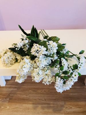 Set of White Artificial Flowers for Sale in Feasterville-Trevose, PA